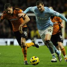\'Manchester City\'s Edin Dzeko (R) challenges Wolverhampton Wanderers\' Christophe Berra during their English Premier League soccer match in Manchester, northern England January 15, 2011. REUTERS/Nig