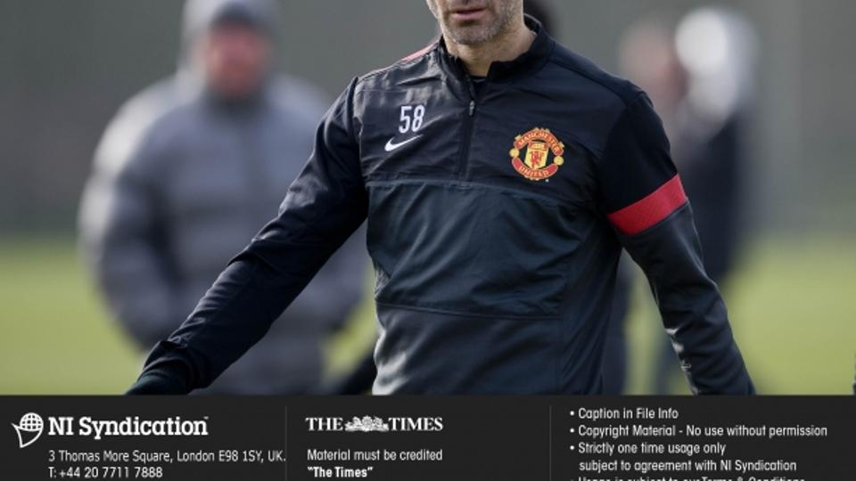 'Manchester United squad at their training session, Carrington, prior to the Champions League match against Real Madrid. Ryan Giggs. Credit: The Times. Online rights must be cleared by NI Syndication.