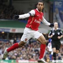 'Arsenal\'s Theo Walcott celebrates his second goal against Birmingham City during their English Premier League soccer match at St Andrews in Birmingham, central England February 23, 2008.   REUTERS/D