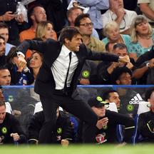Britain Football Soccer - Chelsea v West Ham United - Premier League - Stamford Bridge - 15/8/16 Chelsea manager Antonio Conte celebrates after Eden Hazard scored their first goal  Action Images via Reuters / Tony O'Brien Livepic EDITORIAL USE ONLY. No us