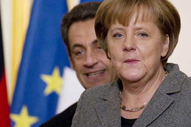 \'French President Nicolas Sarkozy (L) and German Chancellor Angela Merkel give a press conference after a joint Franco-German cabinet session at the Elysee Palace on February 6, 2012 in Paris.