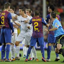 \'Real Madrid\'s Portuguese forward Cristiano Ronaldo (C) argues with Barcelona\'s defender Gerard Pique (2ndL)during the second leg of the Spanish Supercup football match FC Barcelona vs Real Madrid