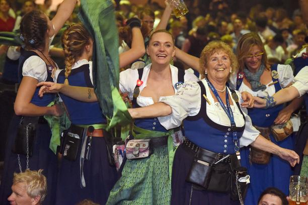 Servers celebrating in the Hofbraeu tent during the finale of the 183rd Oktoberfest in Munich, Germany, 3 October 2016.  Photo: Felix Hoerhager/dpa /DPA/PIXSELL