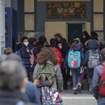 Today primary, elementary and sixth grade schools reopen after months of closure due to the increase in covid-19 infections.