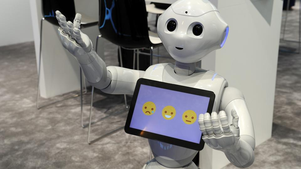 The robot 'Pepper' from Japanese company Softbank communicates with visitors at the Mobile World Congress in Barcelona,?Spain, 25 February 2016. The French Softbank subsidiary Aldebaran Robotics have sold 10,000 'Pepper' robots in Japan since June.?Photo: