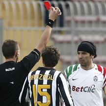 \'Italian referee Mazzoleni (L) hands a red card to Juventus\'s goalkeeper Gianuigi Buffon during their Serie A football match against Lecce at the Via del Mare Stadium in Lecce on February 20, 2011.
