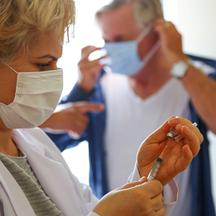 Turkey vaccinates senior foreign citizens living in Alanya