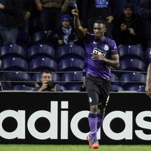 'Porto\'s Jackson Martinez celebrates his goal against Dynamo Kiev during their Champions League Group A soccer match at the Dragon stadium in Porto October 24, 2012. REUTERS/Miguel Vidal (PORTUGAL -